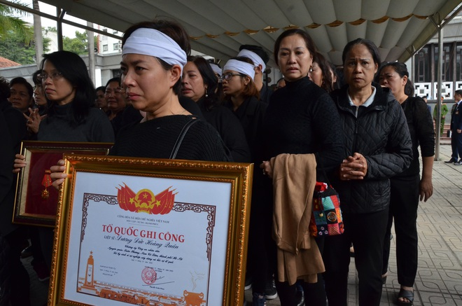 Nghẹn ngào tiễn đưa 3 liệt sĩ hy sinh tại Đồng Tâm - Ảnh 20.
