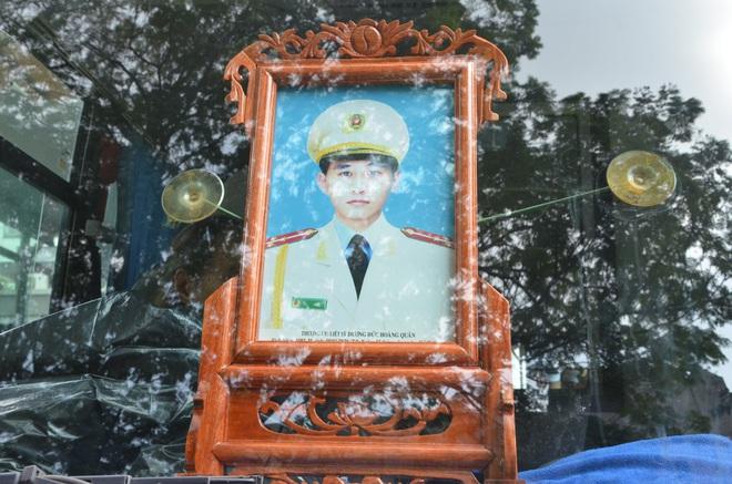 Nghẹn ngào tiễn đưa 3 liệt sĩ hy sinh tại Đồng Tâm - Ảnh 19.