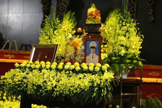 Thủ tướng Nguyễn Xuân Phúc tới viếng 3 chiến sĩ hy sinh ở Đồng Tâm - Ảnh 2.