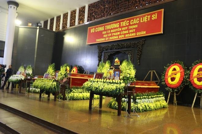 Thủ tướng Nguyễn Xuân Phúc tới viếng 3 chiến sĩ hy sinh ở Đồng Tâm - Ảnh 1.