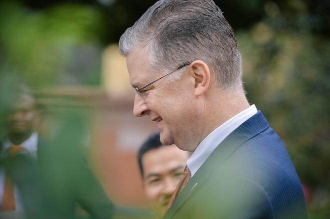Đại sứ Mỹ thả cá chép tiễn ông Táo, chúc mừng năm mới bằng tiếng Việt - Ảnh 7.