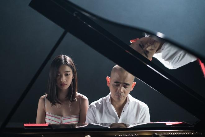 Đức Trí tự tay đệm đàn cho Juky San hát nhạc phim Tết - Ảnh 5.