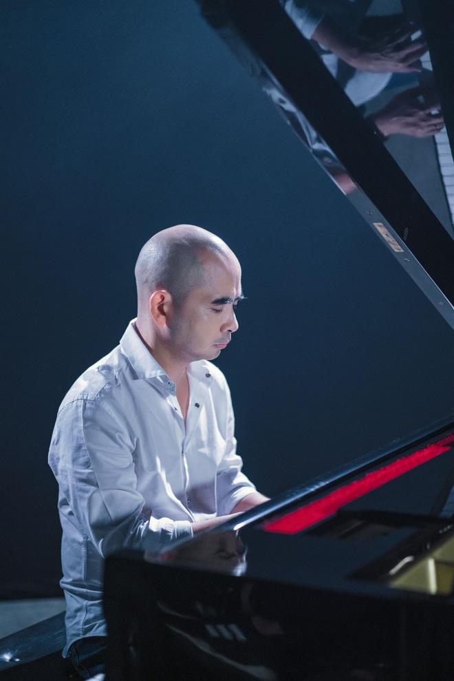 Đức Trí tự tay đệm đàn cho Juky San hát nhạc phim Tết - Ảnh 4.