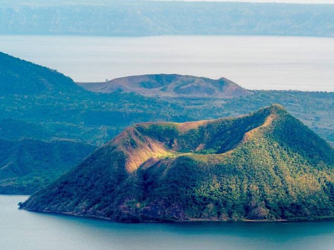 Núi lửa Taal dữ dội bậc nhất Philippines sắp phun trào đáng sợ? Kịch bản xấu nhất là gì? - Ảnh 3.