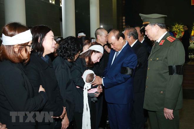 Thủ tướng Nguyễn Xuân Phúc tới viếng 3 chiến sĩ sỹ hy sinh ở Đồng Tâm - Ảnh 22.