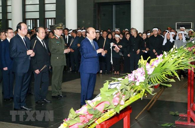 Thủ tướng Nguyễn Xuân Phúc tới viếng 3 chiến sĩ sỹ hy sinh ở Đồng Tâm - Ảnh 19.