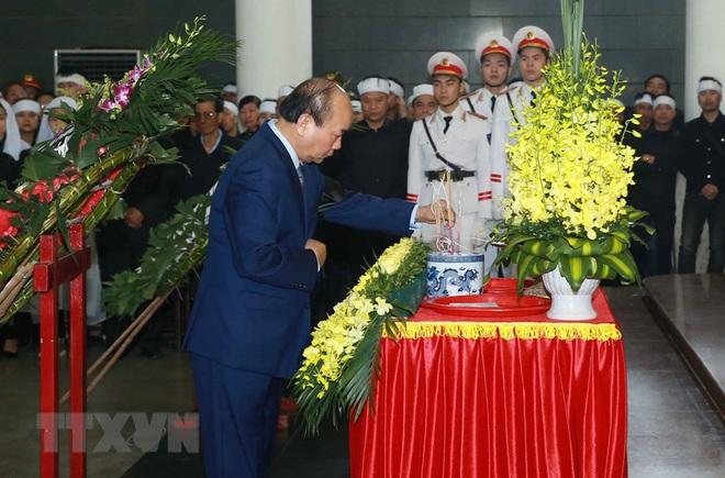 Thủ tướng Nguyễn Xuân Phúc tới viếng 3 chiến sĩ sỹ hy sinh ở Đồng Tâm - Ảnh 20.