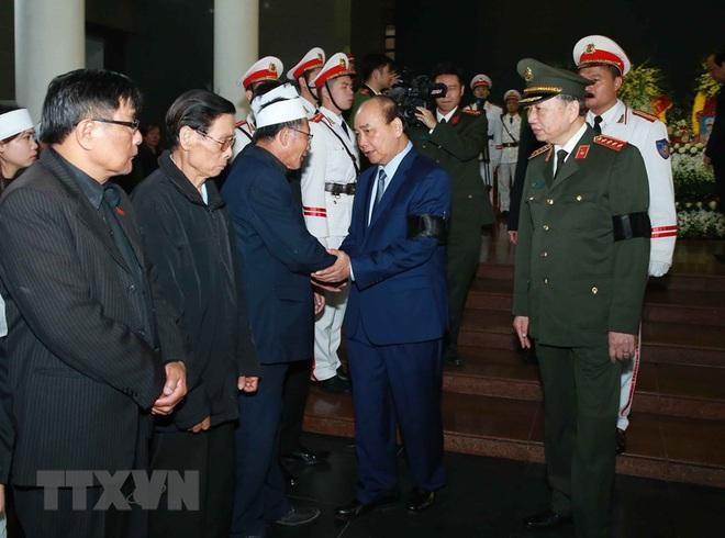 Thủ tướng Nguyễn Xuân Phúc tới viếng 3 chiến sĩ sỹ hy sinh ở Đồng Tâm - Ảnh 21.