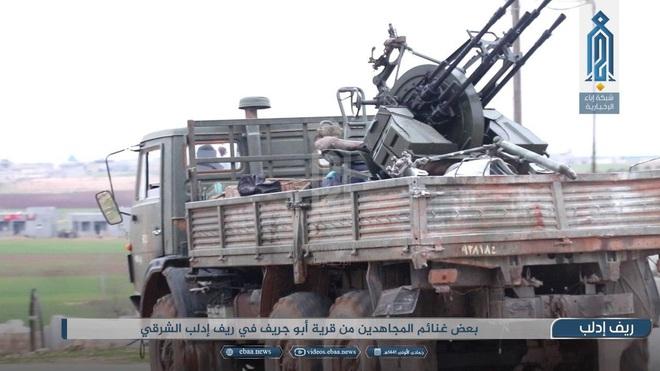 Bị phiến quân tập kích hiểm, Quân đội Syria tháo chạy bỏ lại cả vũ khí - Ảnh 5.