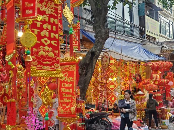 Người Hà Nội nhộn nhịp mua sắm đồ lễ tiễn ông Táo về trời - Ảnh 11.
