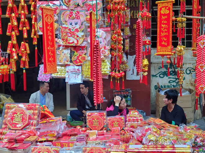 Người Hà Nội nhộn nhịp mua sắm đồ lễ tiễn ông Táo về trời - Ảnh 14.