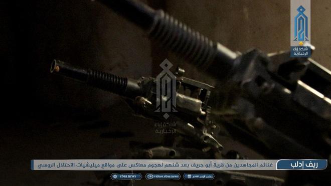 Bị phiến quân tập kích hiểm, Quân đội Syria tháo chạy bỏ lại cả vũ khí - Ảnh 4.