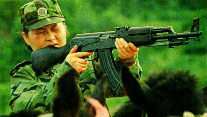 Súng trường tấn công mới của Trung Quốc: Biến thể súng AK từng là hòn đá lót đường? - Ảnh 1.