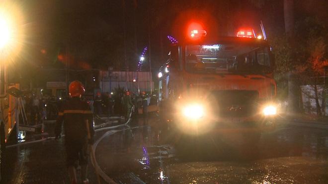 2 người tử vong, 13 người đi cấp cứu sau vụ cháy tòa nhà dầu khí Thanh Hóa - Ảnh 3.