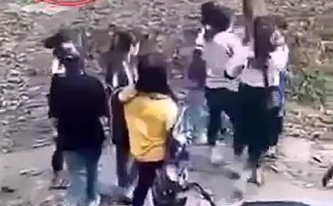 2 nhóm nữ sinh hẹn đánh nhau để giải quyết mâu thuẫn trên mạng xã hội