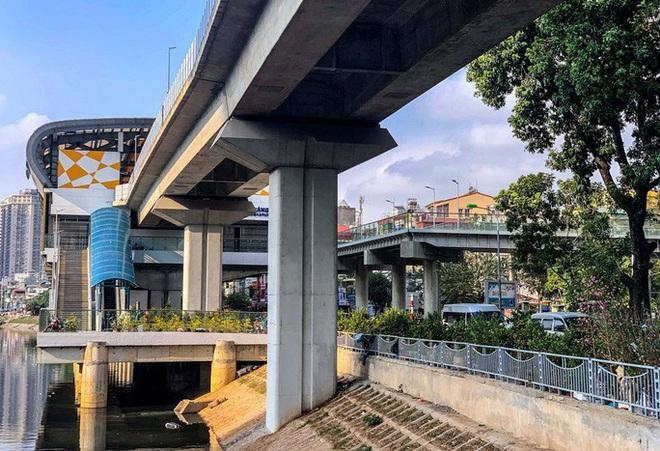 Cận cảnh nhà ga đường sắt Cát Linh - Hà Đông thành chợ cây cảnh - Ảnh 12.