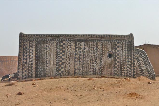 Ghé thăm làng đất nung độc đáo của quý tộc châu Phi, ngôi nhà nào cũng là tác phẩm nghệ thuật đặc sắc - Ảnh 12.