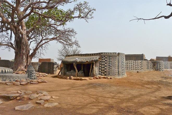 Ghé thăm làng đất nung độc đáo của quý tộc châu Phi, ngôi nhà nào cũng là tác phẩm nghệ thuật đặc sắc - Ảnh 15.
