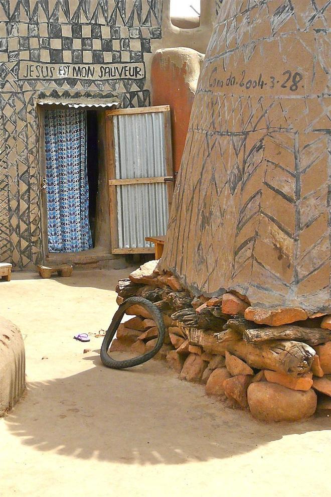Ghé thăm làng đất nung độc đáo của quý tộc châu Phi, ngôi nhà nào cũng là tác phẩm nghệ thuật đặc sắc - Ảnh 5.