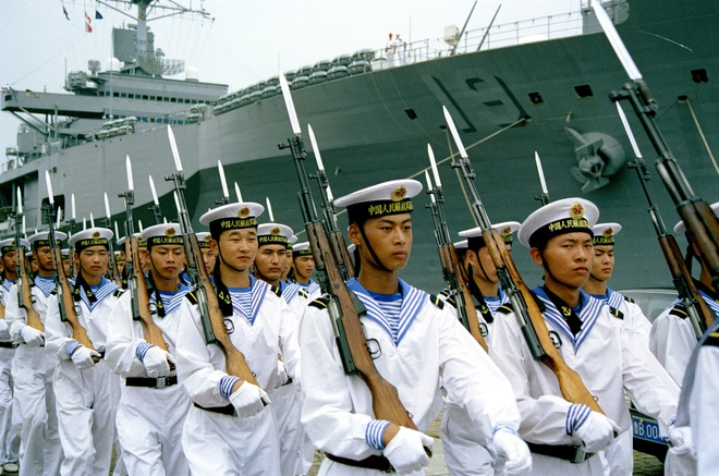 Súng trường tấn công mới của Trung Quốc: Biến thể súng AK từng là hòn đá lót đường? - Ảnh 2.