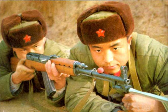 Súng trường tấn công mới của Trung Quốc: Biến thể súng AK từng là hòn đá lót đường? - Ảnh 3.