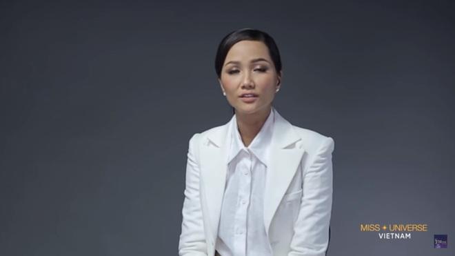 H'Hen Niê: Hoa hậu chỉ nên là những người có điều kiện, được chống lưng - Ảnh 1.