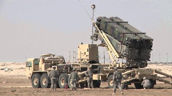 Iran nóng rực: Tàu sân bay, tên lửa Mỹ áp sát, hàng không mẫu hạm Pháp hừng hực vào thế - Ảnh 3.