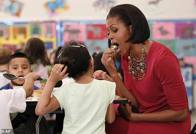 Quà khó chịu trong ngày sinh nhật bà Obama - Ảnh 1.