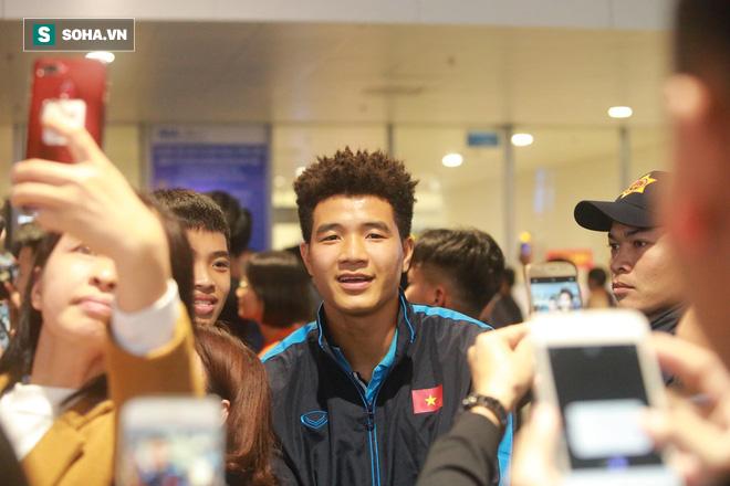 Truyền hình Hàn Quốc sửng sốt trước cách fan Việt chào đón thầy trò HLV Park Hang-seo - Ảnh 1.