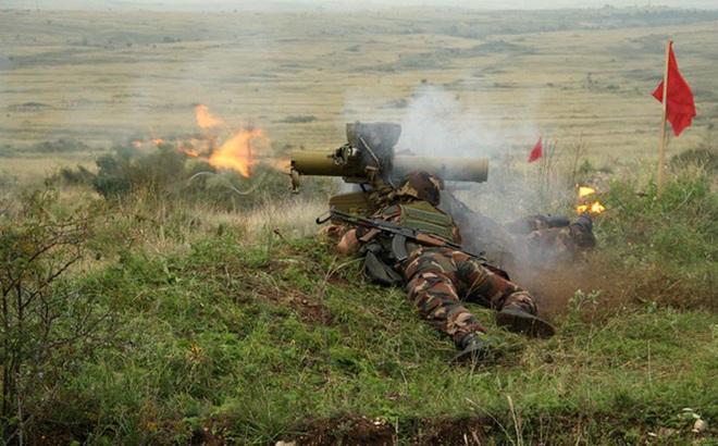 """Phiến quân đánh chặn, quân đội Syria bỏ cả """"sát thủ diệt tăng Nga"""" để chạy thoát"""