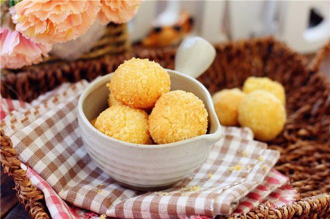 Ngày nghỉ tranh thủ làm ngay mẻ bánh dừa giòn thơm để dành đãi khách dịp Tết - Ảnh 5.
