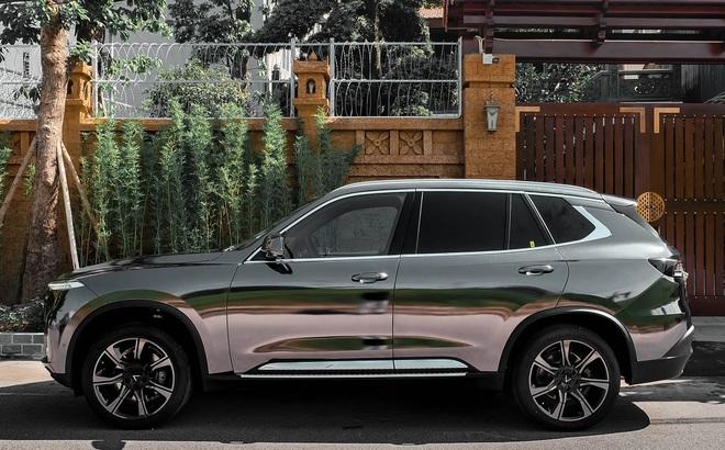 """Rộ trào lưu """"thay áo"""" cho xe Vinfast, độc nhất là chiếc Lux SA2.0 vỏ Chrome bóng như gương"""