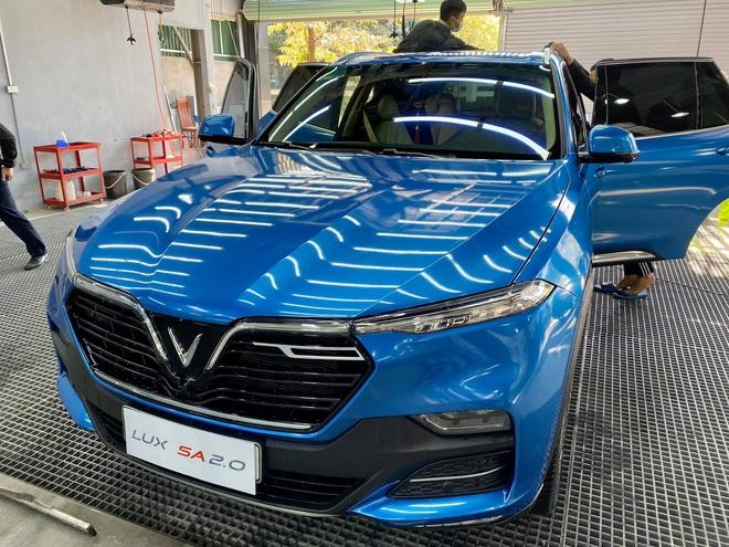 """Rộ trào lưu """"thay áo"""" cho xe Vinfast, độc nhất là chiếc Lux SA2.0 vỏ Chrome bóng như gương - Ảnh 9."""