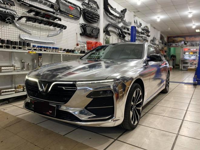 """Rộ trào lưu """"thay áo"""" cho xe Vinfast, độc nhất là chiếc Lux SA2.0 vỏ Chrome bóng như gương - Ảnh 8."""