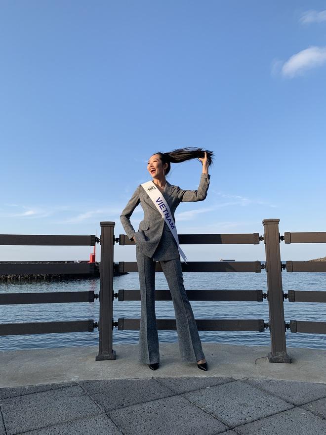Hoa hậu Sinh viên thế giới: Cô gái Sài Gòn từng bị chê bai vì vết sẹo và màn toả sáng trong đêm chung kết - Ảnh 5.
