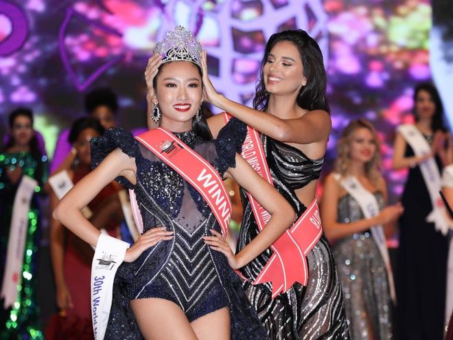 Hoa hậu Sinh viên thế giới: Cô gái Sài Gòn từng bị chê bai vì vết sẹo và màn toả sáng trong đêm chung kết - Ảnh 1.