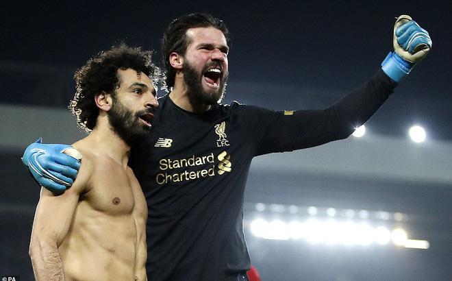 """Đập tan """"vua lì đòn"""" Man United, Liverpool khiến cả Premier League phải cúi đầu"""