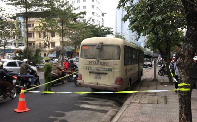 Hà Nội: Phát hiện nam tài xế chết gục trên vô lăng, cửa xe có vết máu