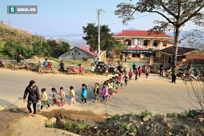 Gần 90% người nghèo ở Chim Vàn có quà Tết - Ảnh 3.