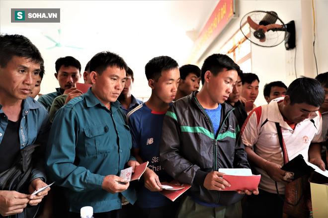 Gần 90% người nghèo ở Chim Vàn có quà Tết - Ảnh 9.