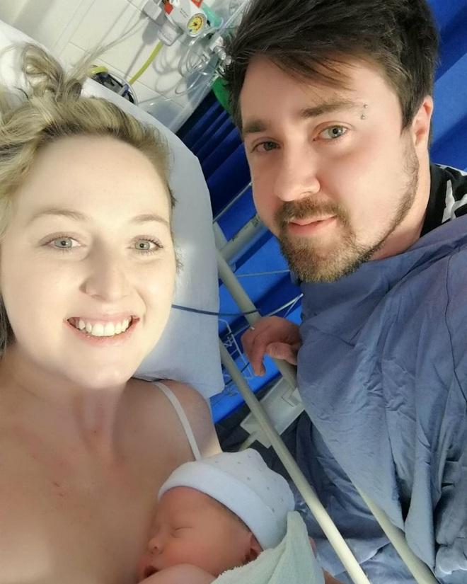 Câu chuyện của cô gái bị chẩn đoán ung thư vú sai và bị cắt cả 2 ngực - Ảnh 3.