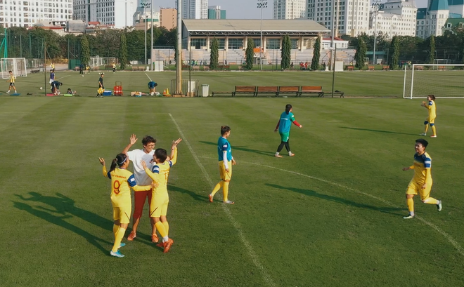 [Video] Đại sứ G4 đá bóng cùng Đội tuyển bóng đá nữ Việt Nam