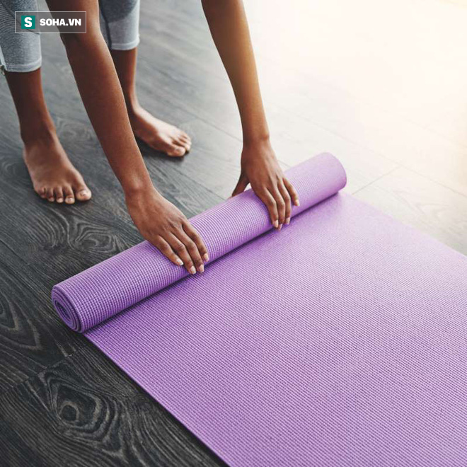 Tôi là một giáo viên yoga và đây chính là cách tôi làm mỗi ngày để giảm đau lưng - Ảnh 1.