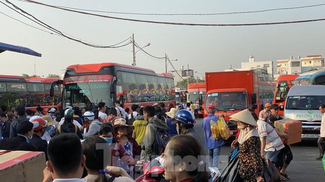 Người dân miền Tây ùn ùn rời Sài Gòn về quê ăn Tết - Ảnh 11.