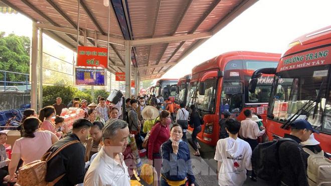 Người dân miền Tây ùn ùn rời Sài Gòn về quê ăn Tết - Ảnh 14.