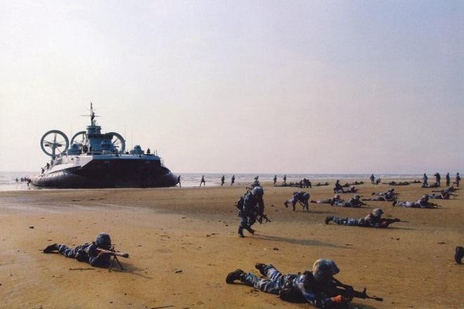 Rò rỉ ảnh quân đội Trung Quốc diễn tập đánh chiếm Đài Loan vào thời điểm nhạy cảm trong quan hệ hai bờ Eo biển - Ảnh 3.