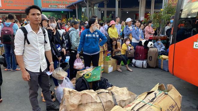 Người dân miền Tây ùn ùn rời Sài Gòn về quê ăn Tết - Ảnh 5.