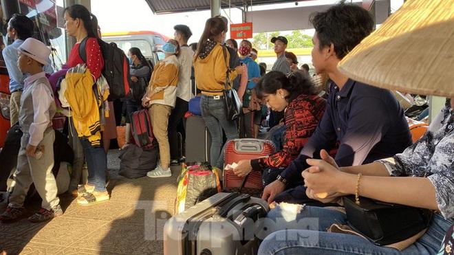Người dân miền Tây ùn ùn rời Sài Gòn về quê ăn Tết - Ảnh 7.