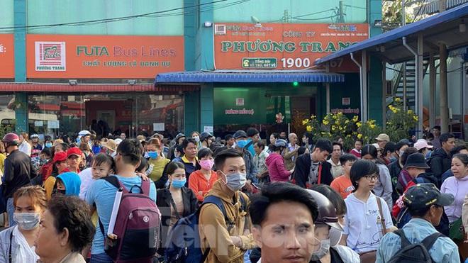 Người dân miền Tây ùn ùn rời Sài Gòn về quê ăn Tết - Ảnh 9.