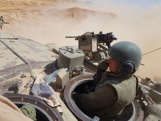 Lực lượng phòng vệ Israel: Nữ quân nhân sẽ không thể vượt qua vùng cấm này? - Ảnh 2.